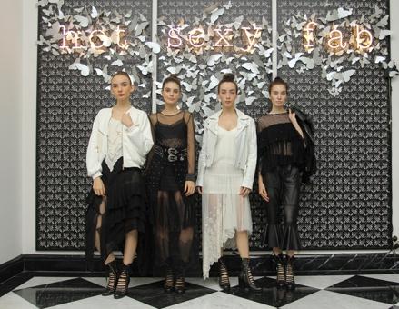 """Desainer Barli Asmara Melansir Hasil Karyanya Bertajuk All The Horses di Acara """"FOREVER SUMMER"""""""