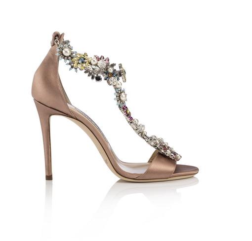 Simak Kreasi Jimmy Choo Merancang Aksesori Sepatu dan Tas Menggunakan Kristal Swarovski yang Menawan