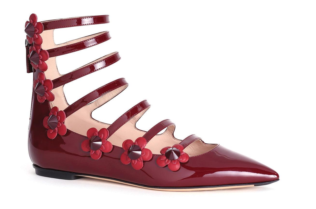 Melangkah Pasti Dengan Sepatu Lace-Up Flat Karya Fendi