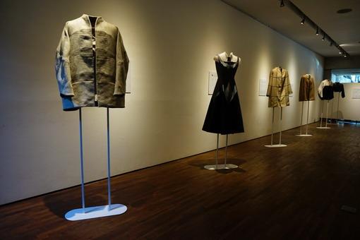 Architecture of Cloth, Sebuah Ekhsibisi Tunggal Persembahan Desainer Auguste Soesatro