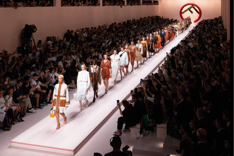 Mengintip Koleksi Spring/Summer 19 Fendi  oleh Karl Lagerfeld